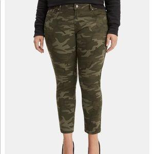Levi's 711 Plus Size Skinny Ankle Camo-Print Jeans